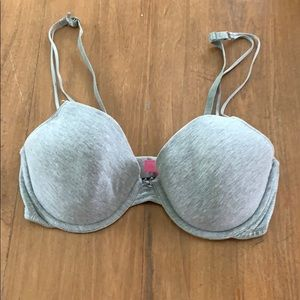 Victoria's Secret t-shirt bra (34D)